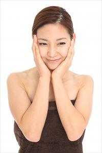 潤馬化粧養油の効果を実感する表情