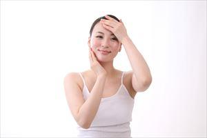 潤馬化粧養油を使用後の女性