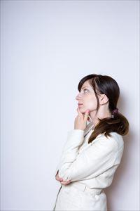 パーフェクトプラセンタの購入を考える女性