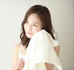 ichi-pori練り生石鹸で洗顔後の女性