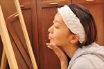 リンキーフラットを塗ってる女性