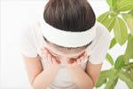 チェルラーパーフェクトクレンジングジェルで洗顔する女性