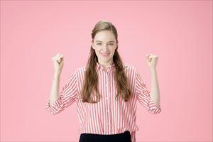 ルルルンモイストジェルクリームの効果を喜ぶ女子