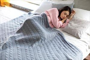 プラセンコンクフォースキンで眠る女性