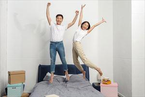 ラピールプラススムースクリアエッセンスの効果を喜ぶ夫婦