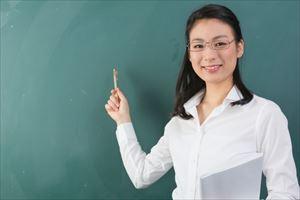 APP-Cフラセラムの説明をする女教師