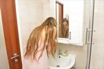 ビオルガクレンジングで洗顔する女子